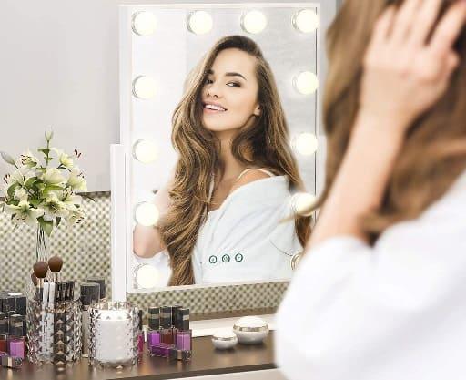 guapa iluminacion mujer cosmetica